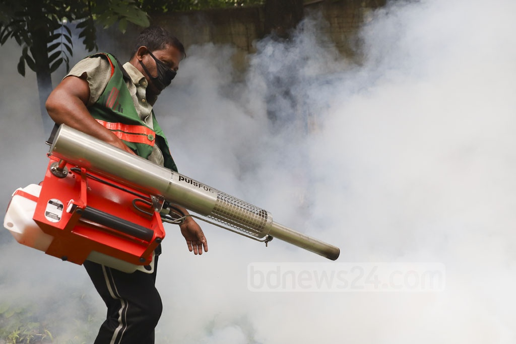 Workers of Dhaka City Corporation sprayed mosquito repellents at the Bangladesh Film Development Corporation or BFDC area amid the outbreak of dengue on Tuesday. Photo: Abdullah Al Momin