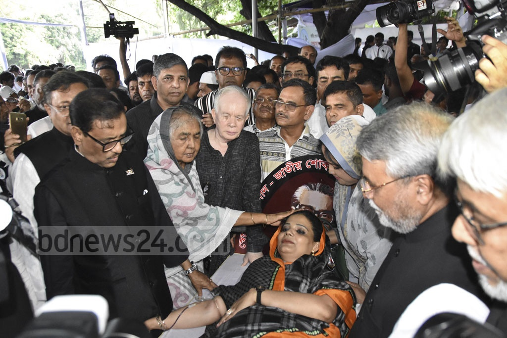 Awami League General Secretary Obaidul Quader inaugurated a blood donation event organised by Krishak League at the Bangbandhu Memorial Museum in Dhaka's Dhanmondi on Thursday ahead of the National Mourning Day on Aug 15.
