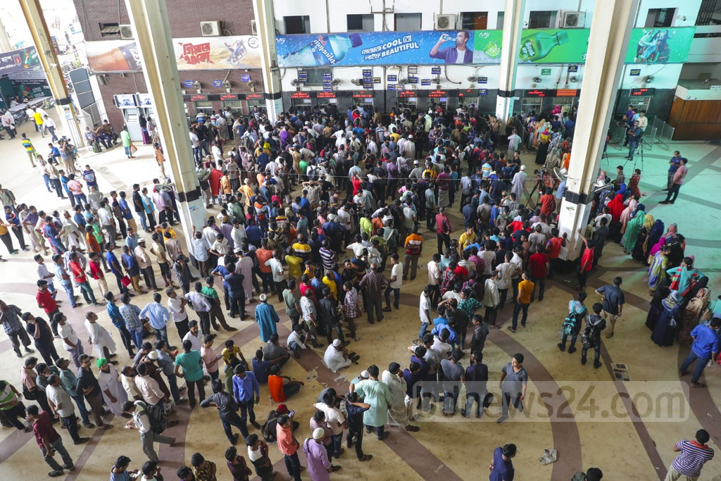 People flocked to the Kamalapur Railway Station on Friday for tickets on the last day of advance sales ahead of Eid-ul-Azha.