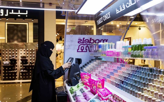 A woman working as a cashier in a makeup booth, at a shopping mall in Dammam, Saudi Arabia, Sept. 27, 2017. Saudi Arabia announced new regulations on Aug. 2, 2019, that grant all Saudis over the age of 21 – regardless of gender – the right to handle family matters and their own affairs, while officials also said that all adults could obtain passports and travel on their own.