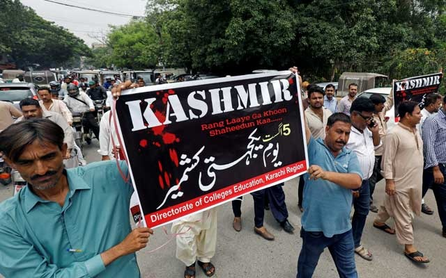 Demonstrators hold signs and chant slogans as they march in solidarity with the people of Kashmir, during a rally in Karachi, Pakistan Aug 5, 2019. REUTERS
