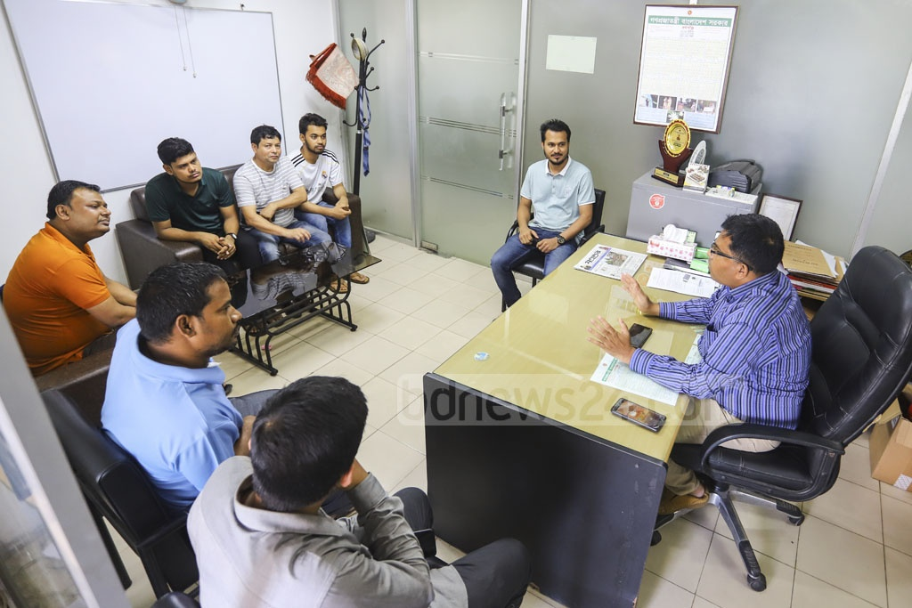 Manjur Mohammad Shahriar, deputy director of the Directorate of National Consumer Rights Protection, called retailers of several pharmacies to instruct them about consumer rights on Monday after the government fined and punished them over irregularities. Photo: Asif Mahmud Ove