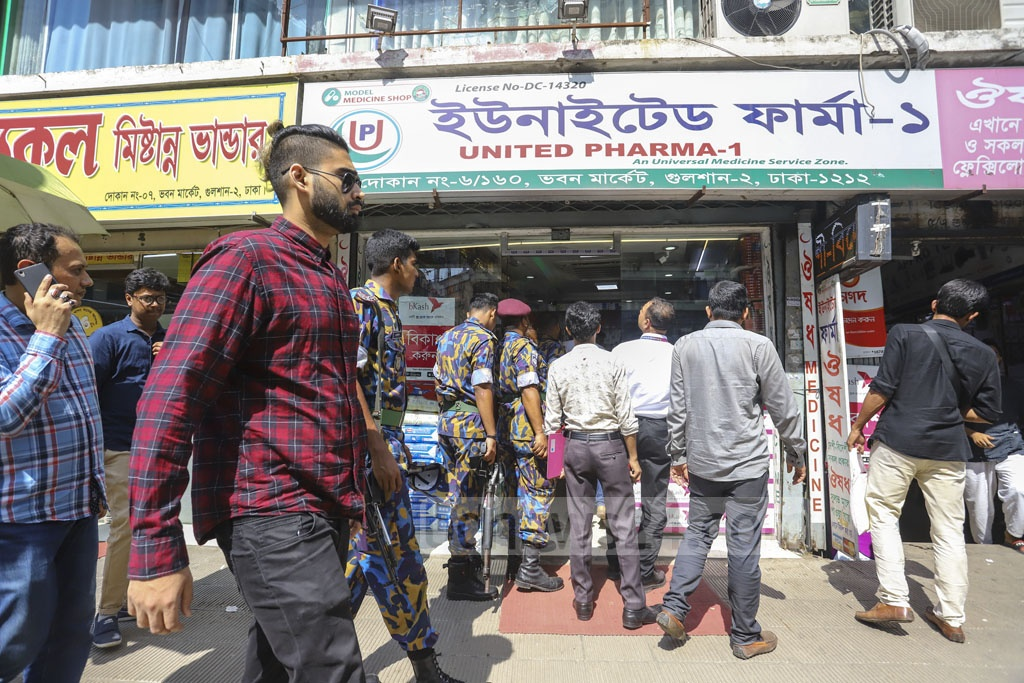 The Directorate of National Consumer Rights Protection fined a pharmacy at Gulshan-2 in Dhaka for ripping customers off with the price of mosquito repellent cream and unregistered medicines amid a dengue outbreak on Monday. Photo: Asif Mahmud Ove