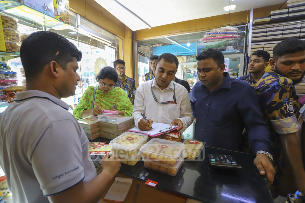 The Directorate of National Consumer Rights Protection conducted drive at a sweets shop at Gulshan-2 in Dhaka on Monday. Photo: Asif Mahmud Ove