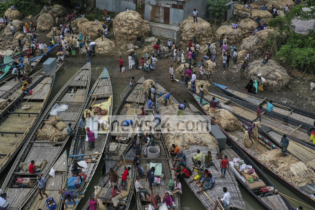 A bird's eye view of the wholesale jute market at Ghior in Manikganj. Photo: Mostafigur Rahman
