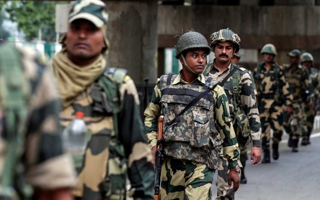 File Photo: Indian security forces personnel patrol a deserted street during restrictions after the government scrapped special status for Kashmir, in Srinagar Aug 7, 2019. REUTERS