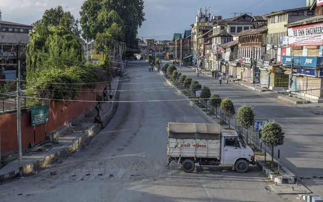 A street is cordoned off in Srinagar, India, in the disputed region of Kashmir, on Thursday, Aug. 8, 2019. India's prime minister, Narendra Modi, addressed the nation Thursday night for the first time about his government's unilateral decision to revoke Kashmir's autonomy, speaking against a backdrop of rising protests, mass arrests and escalating tensions with Pakistan. (Atul Loke/The New York Times)