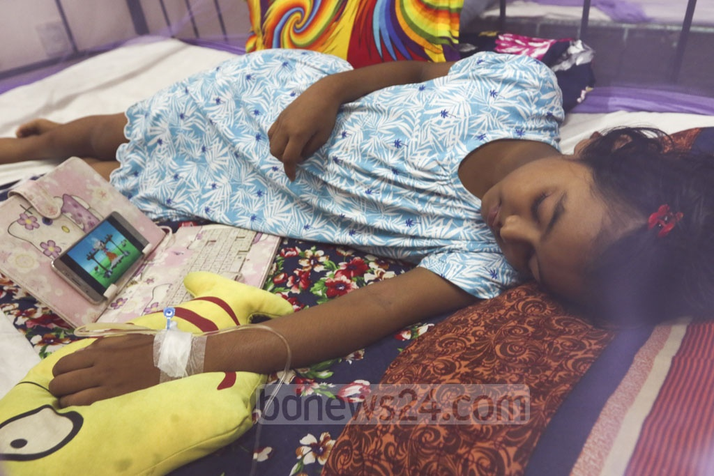 A number of children spent the Eid day on Monday undergoing treatment for dengue fever at different hospitals in Dhaka. Photo: Mahmud Zaman Ovi