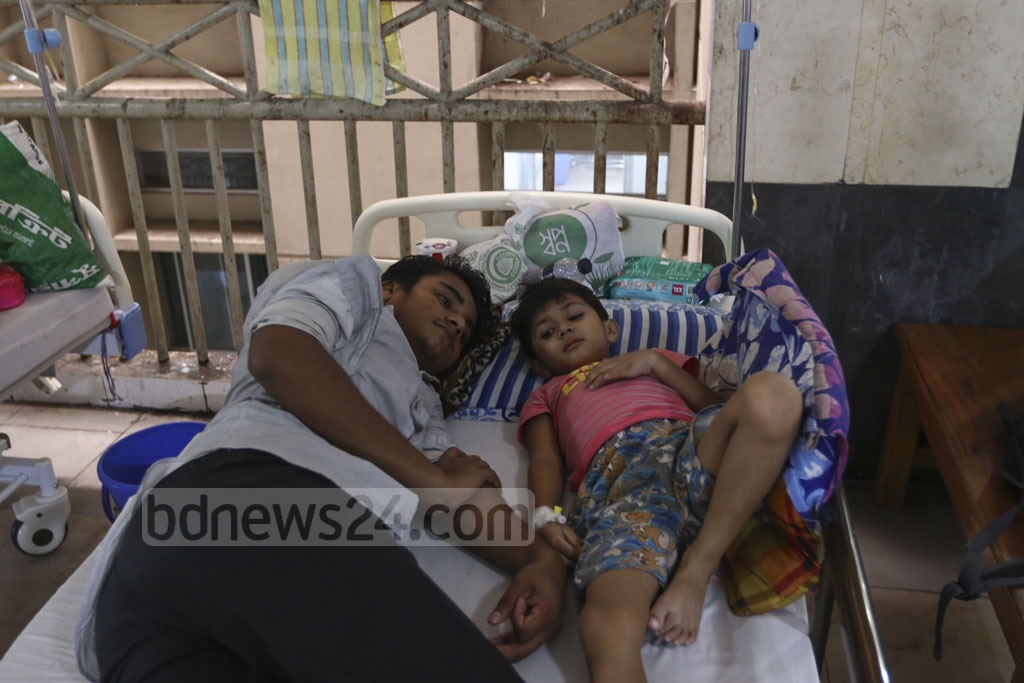 Many people had to share Eid joy with the children of their families undergoing treatment for dengue fever at different hospitals in Dhaka on Monday. Photo: Mahmud Zaman Ovi