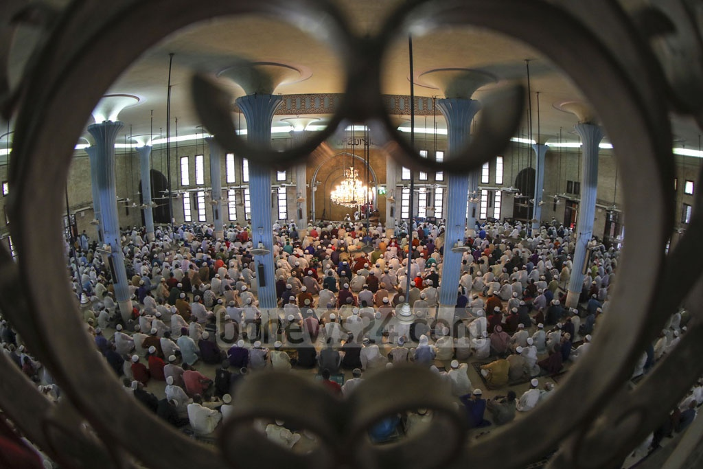 Worshippers praying at the first Eid-ul-Azha congregation at Baitul Mukarram on Monday. Photo: Mostafigur Rahman