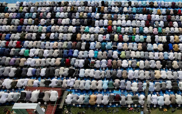 Kashmiris offer Eid-al-Adha prayers at a mosque during restrictions after the scrapping of the special constitutional status for Kashmir by the Indian government, in Srinagar, Aug 12, 2019. REUTERS