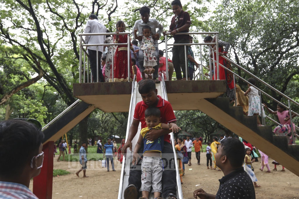 There is an in-house mini children park at Dhaka zoo in Mirpur, having the advantages of swing and multiple rides. Photo: Mahmud Zaman Ovi