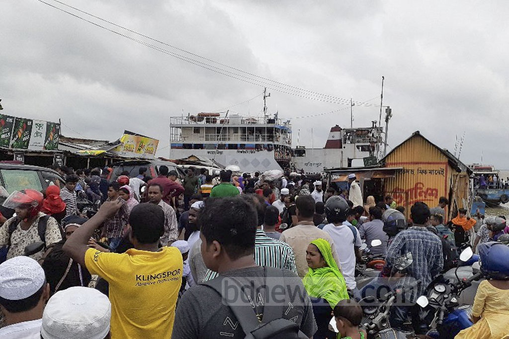 Holidaymakers suffered while returning to Dhaka as speedboat and launch operations were suspended on the Kathalbari-Shimulia route due to inclement weather on Tuesday, a day after the Eid-ul-Azha.