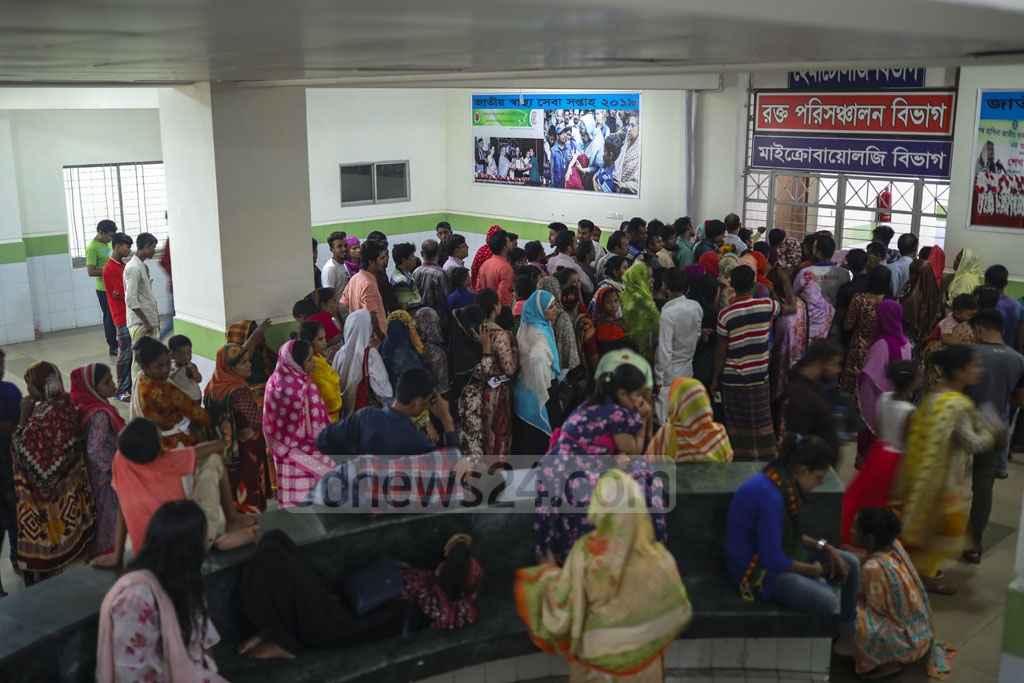 People gather outside the blood transfusion department of the Mugda Medical College Hospital in Dhaka on Thursday amid a rise in the demand for blood transfusion due to an outbreak of dengue fever.