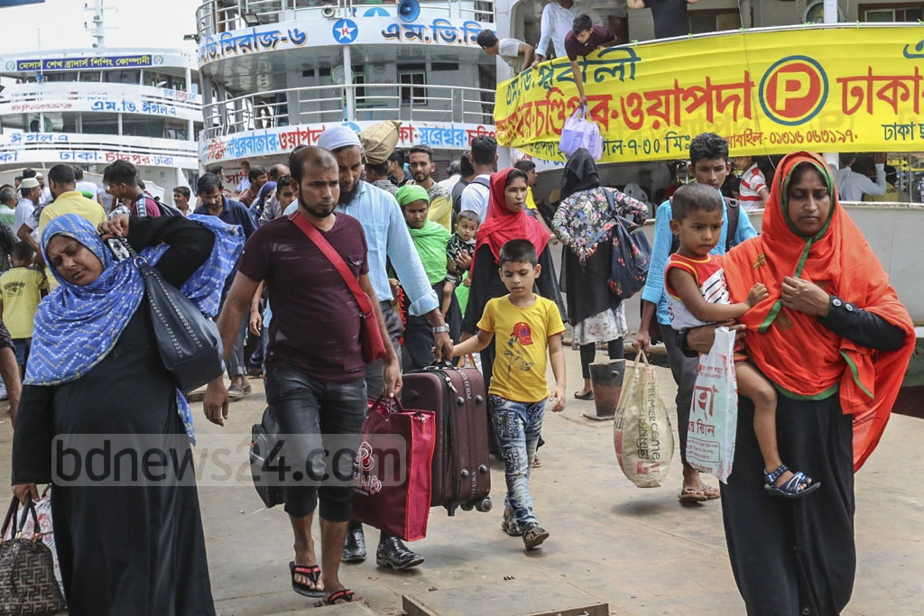 Launches at Sadarghat terminal in Dhaka on Friday were packed with passengers who have returned to the capital after spending Eid-ul-Azha holidays in their home towns or villages