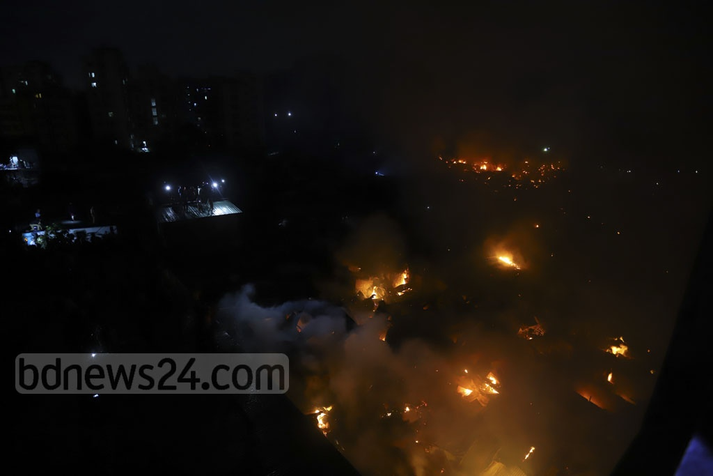 A blaze raging through a slum near Chalantika bend and behind Rupnagar Police Station at Mirpur Section-7 in Dhaka on Friday. Photo: Asif Mahmud Ove