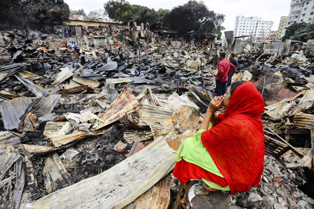 Slum dwellers near Chalantika bend at Mirpur Section-7 in Dhaka are in distress after losing everything to a devastating fire that destroyed hundreds of shanties on Friday night. Photo: Asif Mahmud Ove