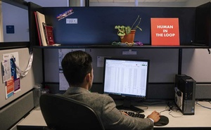Oscar Cabezas works at his desk in the office of iMerit, a technology services company, in New Orleans, May 6, 2019. Tech executives rarely discuss the labour-intensive process that goes into the creation of artificial intelligence, which is learning from thousands of office workers around the world. (Bryan Tarnowski/The New York Times).