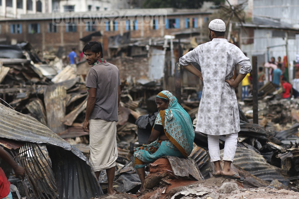 The dwellers of Chalantika slum in Dhaka's Mirpur are spending their days under the open sky after a fire destroyed hundreds of shanties on Friday. Photo: Mahmud Zaman Ovi