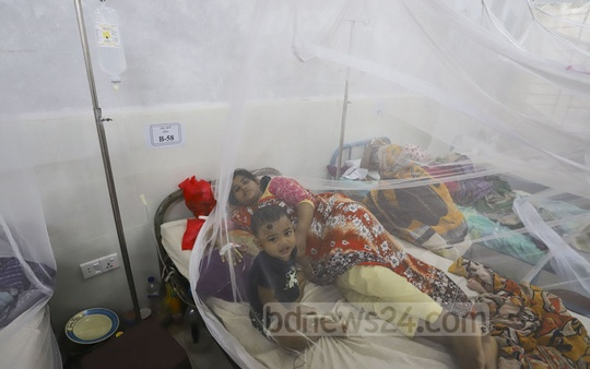 A woman, 'Keya', has kept her 18-month-old daughter 'Lamia' with her while she is being treated for dengue fever at the Shaheed Suhrawardy Medical College Hospital in Dhaka. She has no-one else to take care of the child. This photo was clicked on Sunday. Photo: Asif Mahmud Ove