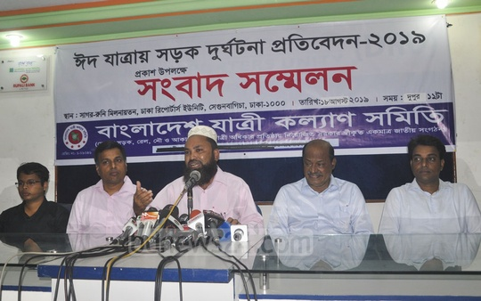 Bangladesh Passengers Welfare Association Secretary General Mozammel Haque Chowdhury releasing its reports on road accidents during Eid-ul-Azha at a news conference at the National Press Club in Dhaka on Sunday.