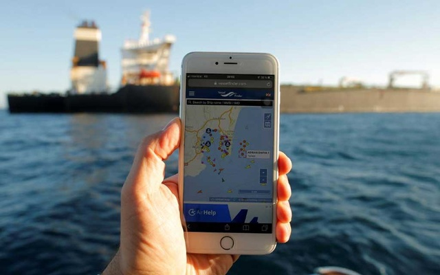 The position of the Iranian oil tanker Adrian Darya 1, formerly named Grace 1, is seen on a mobile phone as it sits anchored after the Supreme Court of the British territory lifted its detention order, in the Strait of Gibraltar, Spain, Aug 18, 2019. REUTERS/Jon Nazca