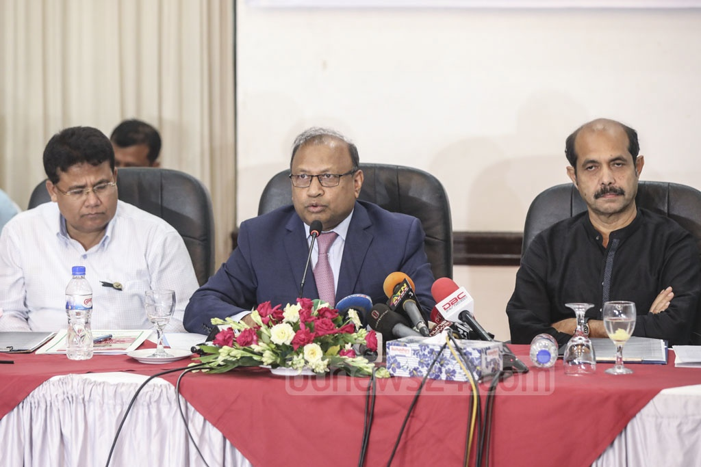 LGRD Minister Tazul Islam speaking at a meeting organised by Dhaka North City Corporation to review measures to kill mosquitoes amid a dengue outbreak on Wednesday.