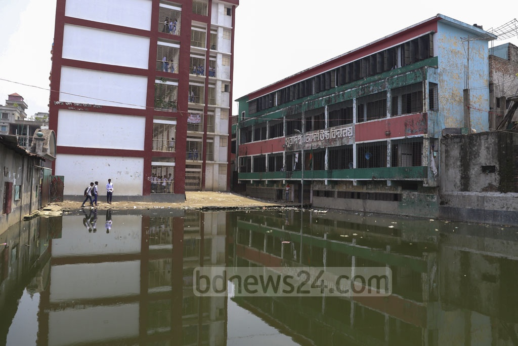 About 7,000 students are studying in the Muradpur Adarsha Government Primary School and Muradpur Adarsha High School. Mosquitoes breed in the stagnant water in front of the schools. Photo: Abdullah Al Momin