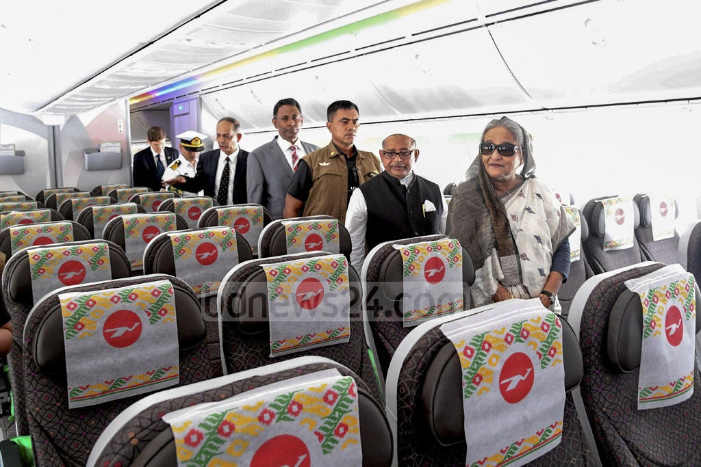 Prime Minister Sheikh Hasina takes a tour inside Biman's newly-inaugurated Boeing 787-8 Dreamliner, 'Gaangchil'. Photo: PID