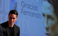 FILE PHOTO: Spain's World Cup winning striker Fernando Torres leaves a news conference after the announcement of his pending retirement in Tokyo, Japan June 23, 2019. Reuters