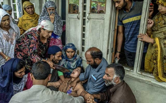 Relatives console Zahida Jan, whose said her brother had been detained since early August, in the Kashmiri city of Pulwama, Aug 17, 2019. Local officials say that at least 2,000 Kashmiris were rounded up by the federal security forces in the days right before and right after the Indian government unilaterally stripped away Kashmir's autonomy. The New York Times