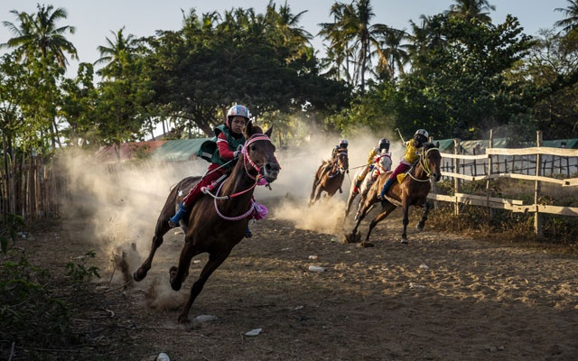 A horse race in Bima, on the Indonesian island of Sumbawa, where child jockeys are a longstanding tradition, Jul 7, 2019. Child-welfare advocates insist the practice amounts to child abuse and exploitation. But many of the jockeys grow up in households where their brothers and fathers also once raced, and the money they earn can be meaningful to a poor family. The New York Times