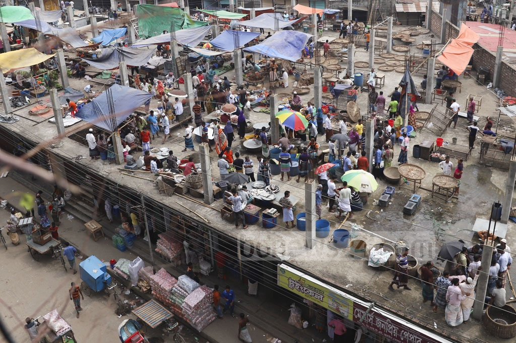 Owners of illegally set up shops that were demolished by the authorities along the railway tracks In Dhaka's Jurain Railgate area on Monday have started trading at makeshift shops on the roof of a nearby one-storey building. Photo: Abdullah Al Momin