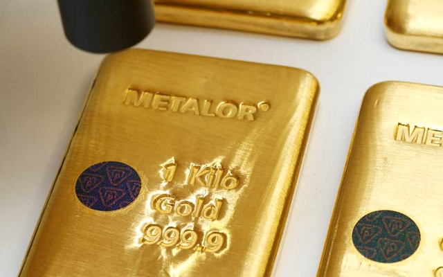The Sicpa Oasis validator system (bullion protect) is pictured on one kilogram bar of gold at Swiss refiner Metalor in Marin near Neuchatel, Switzerland July 5, 2019. Reuters