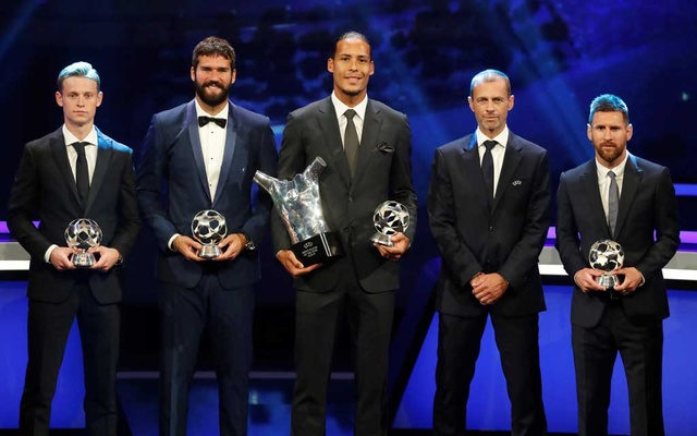 UEFA President Aleksander Ceferin with award winners Barcelona's Frenkie De Jong, Liverpool's Alisson and Virgil van Dijk and Barcelona's Lionel Messi. Football - Champions League Group Stage draw - Grimaldi Forum, Monaco - August 29, 2019. Reuters