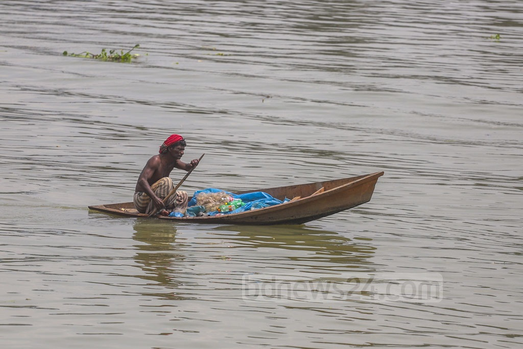 A fisherman returns to the shore with his catch in a dingy boat in the Buriganga River. The photo was taken at Dhaka's Keraniganj. Photo: Abdullah Al Momin