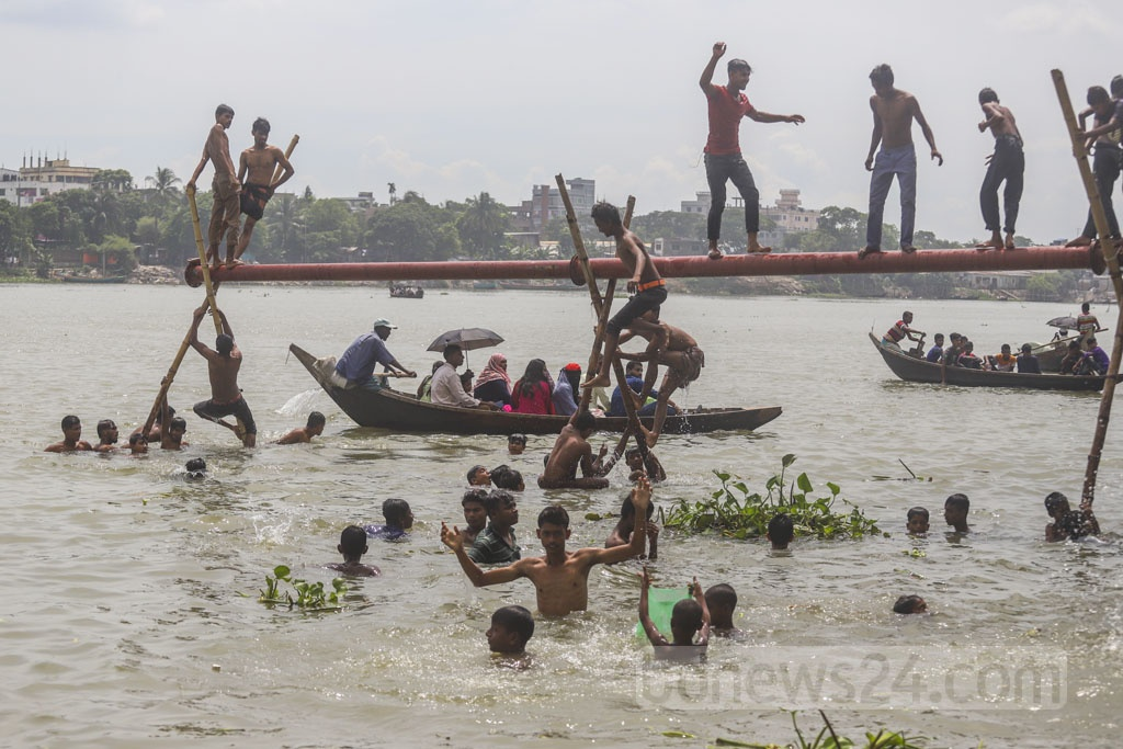 Boys jumping in the Buriganga river from a dredging pipe at Kamrangirchar in Dhaka on Friday. Photo: Abdullah Al Momin