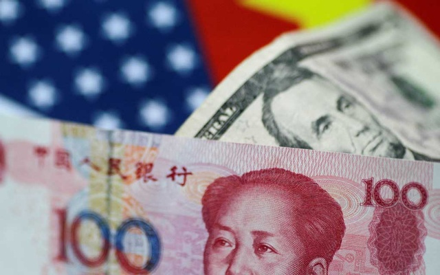 FILE PHOTO: US dollar and China yuan notes are seen in this picture illustration June 2, 2017. REUTERS