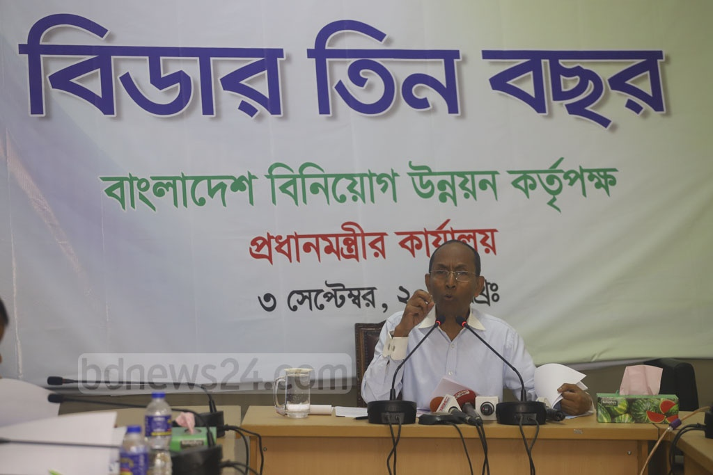 Kazi M Aminul Islam, the outgoing executive chairman of Bangladesh Investment Development Authority, speaks at a news conference at his office in Dhaka on Tuesday. Photo: Asif Mahmud Ove