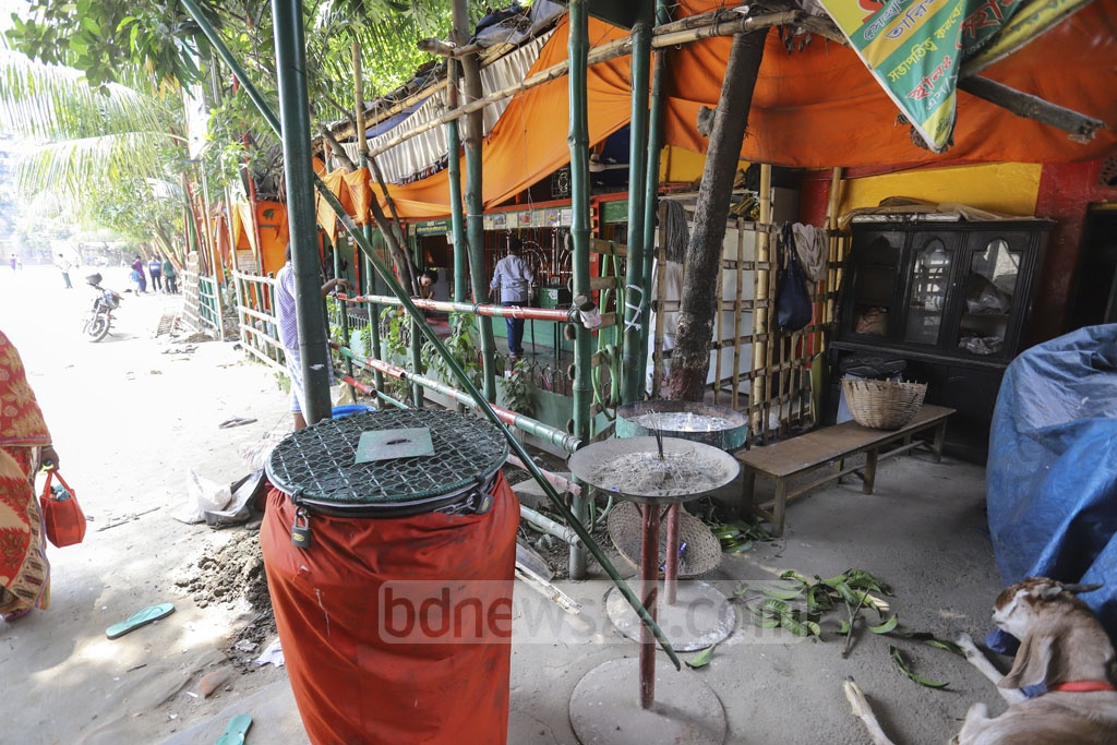 A shrine of Zulfikar Haider Shah, popularly known as 'Hata Baba', has been erected on encroached land of the Eidgah field in Mohammadpur's Taj Mahal Road next to grave. Photo: Asif Mahmud Ove