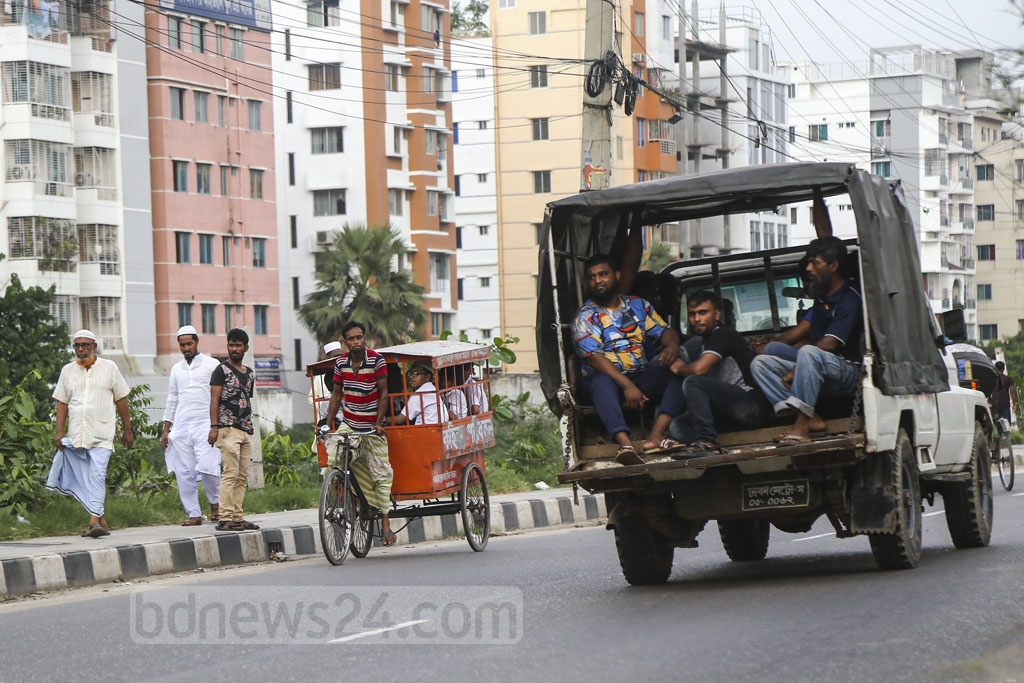 A man pulling a school van on the wrong lane of a busy street in Dhaka's Rampura on Wednesday. Photo: Mahmud Zaman Ovi