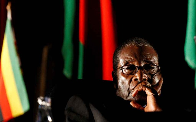 FILE PHOTO: Zimbabwean President Robert Mugabe watches a video presentation during the summit of the Southern African Development Community (SADC) in Johannesburg, August 17, 2008. REUTERS