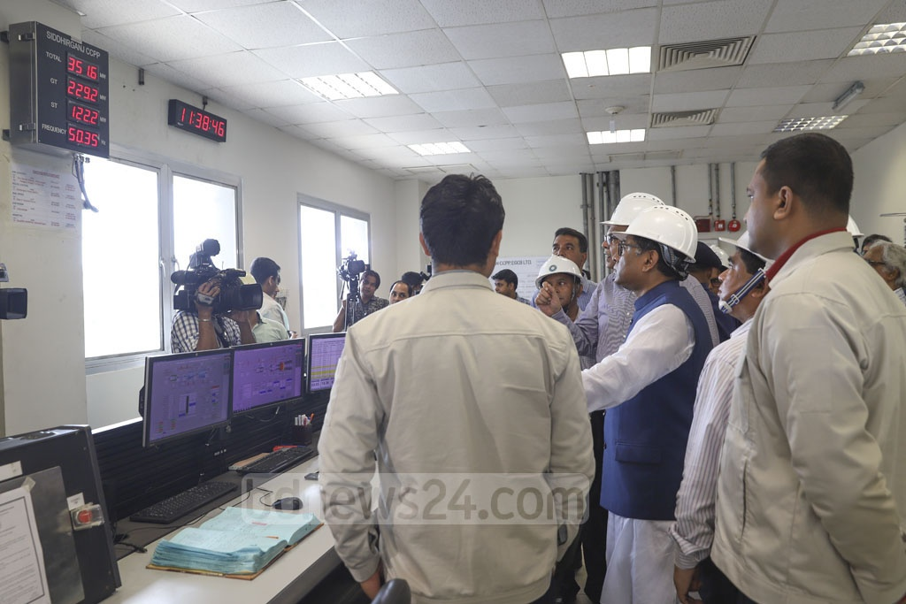 State Minister for Power, Energy and Mineral Resources Nasrul Hamid visits the 335-megawatt combined cycle power plant in Narayanganj. Photo: Abdullah Al Momin