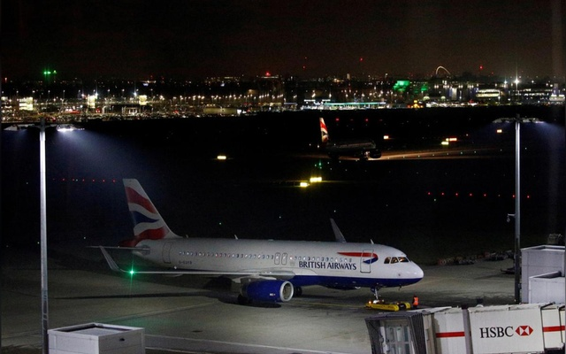FILE PHOTO: A British Airways Airbus A320-200 aircraft sits on the tarmac at Heathrow Airport in London, Britain Jan 8, 2019. REUTERS/Henry Nicholls/File Photo