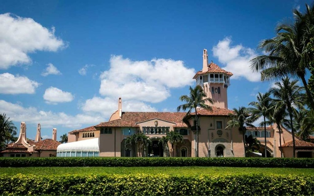 The Mar-a-Lago club, where US President Donald Trump is spending Easter weekend, in Palm Beach, Florida, US, Apr 21, 2019. REUTERS/Al Drago