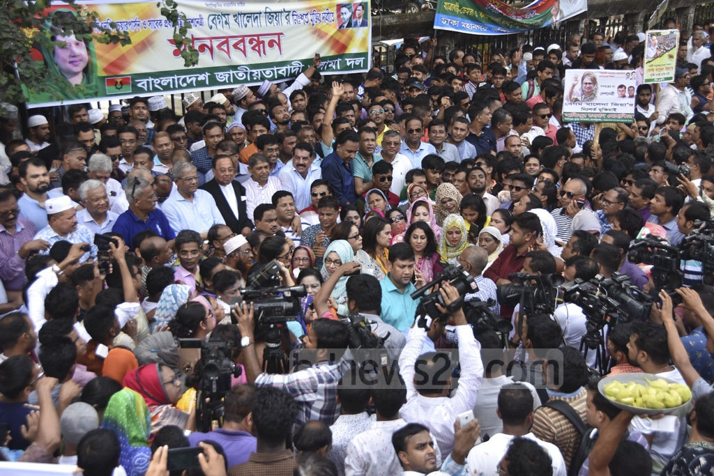 The BNP staged a human-chain programme outside the National Press Club in Dhaka on Wednesday for the release of its chief Khaleda Zia from jail.