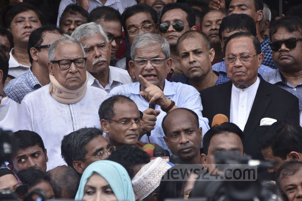 BNP Secretary General Mirza Fakhrul Islam Alamgir speaking at the party's human-chain demonstration outside the National Press Club in Dhaka on Wednesday for its chief Khaleda Zia's release from jail.