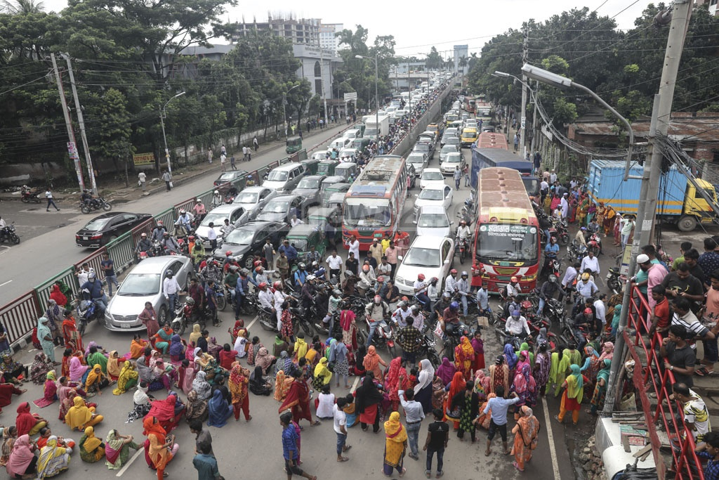 Traffic at the capital's Saat Rasta intersection comes to a standstill as workers of garment maker Nasa Group block the road to demand backpay on Thursday.