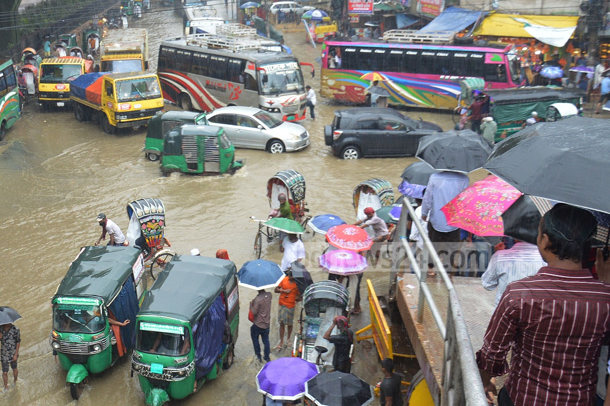 Waterlogging after heavy rains brings havoc to the people at Muradpur in Chattogram on Thursday. Photo: Suman Babu
