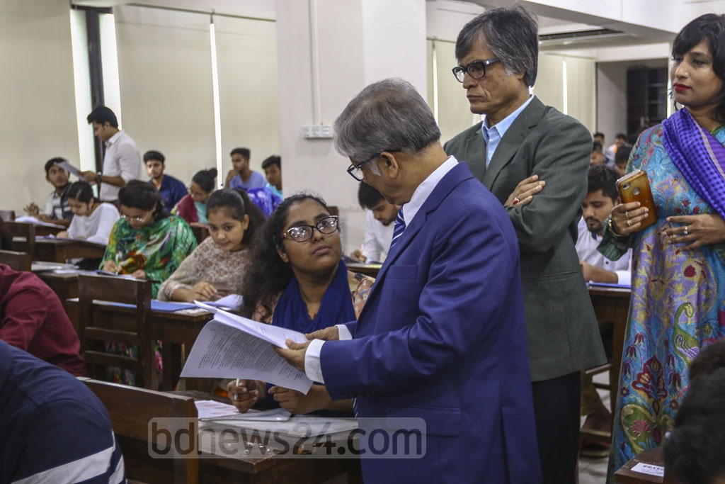 Dhaka University's Vice Chancellor Prof Md Akhtaruzzaman visits an examination centre during the 'Ga' unit exam for admission to the Faculty of Business Education on Friday. Photo: Mahmud Zaman Ovi